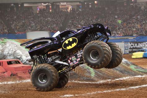 monster jam batman truck image batman2010 jpg monster trucks wiki fandom