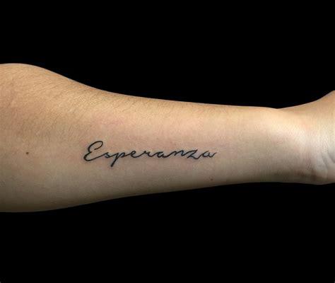 schriftzug unterarm schriftzug unterarm frau dilo kleine tattoos