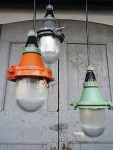 Lampe Suspension Industrielle : lampe baladeuse industrielle suspension verre grise ~ Dallasstarsshop.com Idées de Décoration