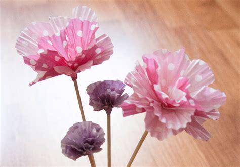 soleil dans la cuisine diy des fleurs en papier avec des moules à cupcakes sève déco