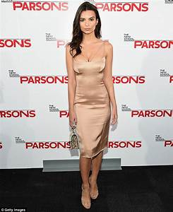 Emily Ratajkowski flashes her cleavage in fitted dress at ...