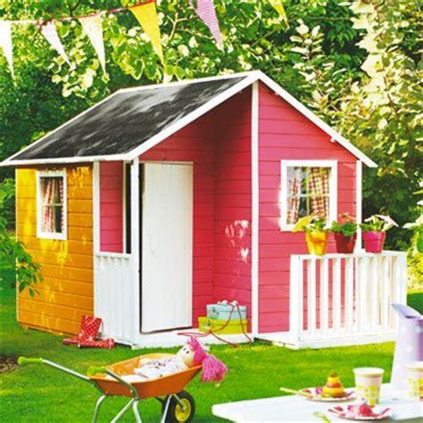cabane en bois avec terrasse castorama