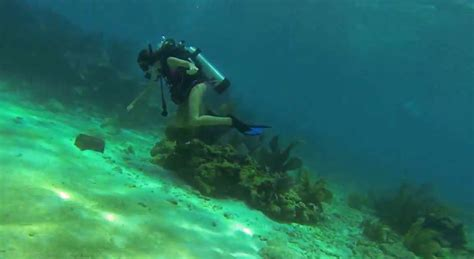 man pulls  underwater proposal  diving  florida