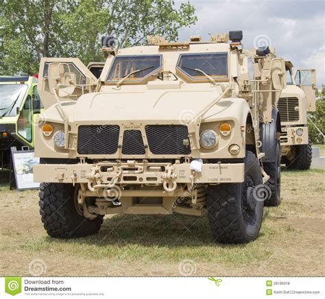 humvee view military humvee front www imgkid com the image kid has it