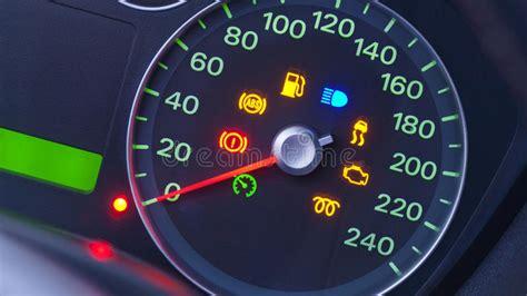 de symbolen van de snelheidsmeter van de auto stock foto