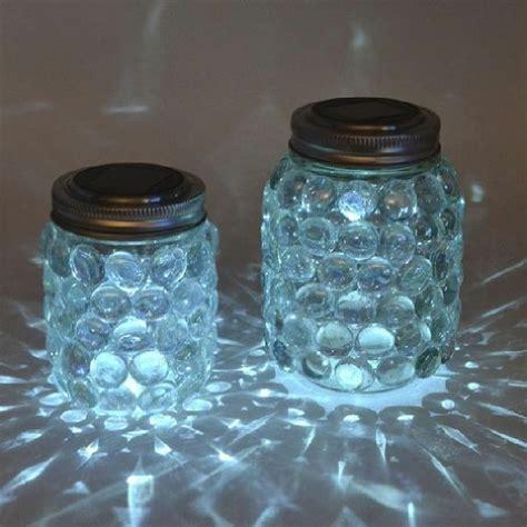 sehr interessante leuchtende glaeser mit blauen steinen diy weinflasche einmachglaeser