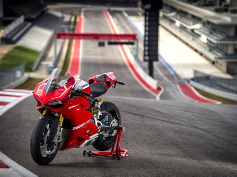 Ducati Superbike 1199 Panigale R 2013 Exotic Car Wallpaper