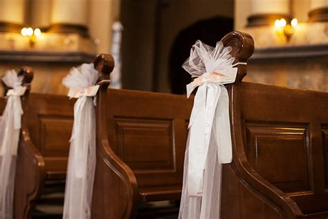 11 options for wedding pew decorations
