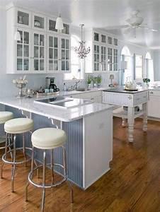 petite cuisine avec ilot central ayant toute la With petit ilot central cuisine