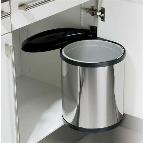 les fonds de cuisine préserver la déco de sa cuisine avec les poubelles