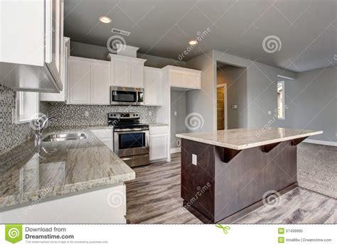 cuisine en dur cuisine unique avec le plancher en bois dur gris image