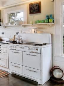repurposed kitchen island relooking de cuisine avec des objets récup bricobistro