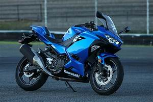 Kawasaki Ninja 400 : 2018 kawasaki ninja 400 abs first ride review ~ Maxctalentgroup.com Avis de Voitures