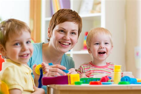daycare vs nanny nannypay 929 | daycare vs nanny on nannypay software blog