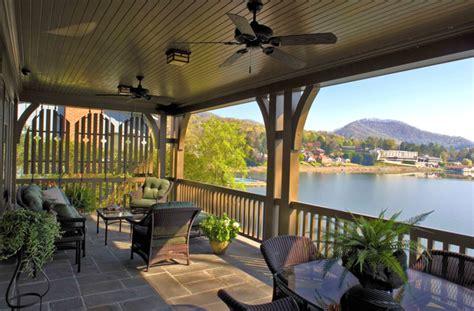 Nestle Down Lake Residence House Design