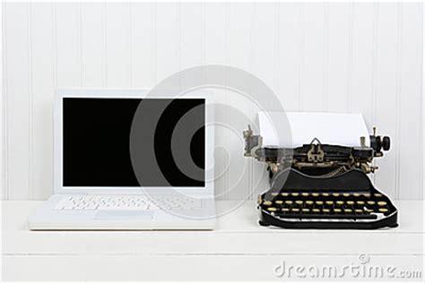 machine a ecrire moderne ordinateur portable et machine 224 233 crire modernes d antiquit 233 photo stock image 50019949