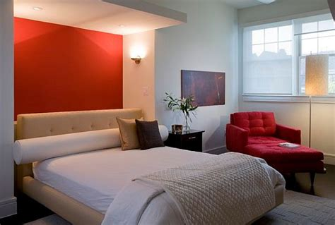 Bedroom Design With Red Wall Behind Bed-decoist