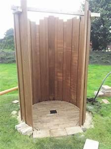 Sichtschutz Dusche Garten : die besten 25 gartendusche ideen auf pinterest pool dusche hinterhof pool landschaftsbau und ~ Indierocktalk.com Haus und Dekorationen
