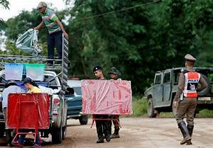 Thailand cave rescue: Calls for British divers who helped ...