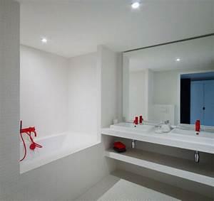 Une baignoire encastrable archzinefr for Salle de bain design avec lavabo encastrable castorama