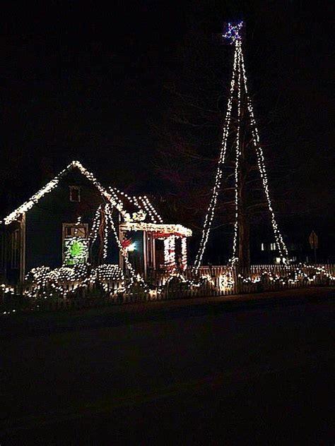 christmas lights of nashville this neighborhood has nashville 39 s best christmas lights