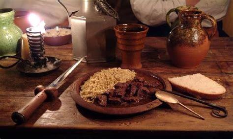 la cuisine de la rome antique exemple type de menu repas médiéval avec recettes et
