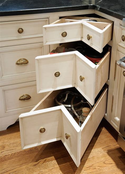 mullet cabinet nantucket glazed kitchen  curly