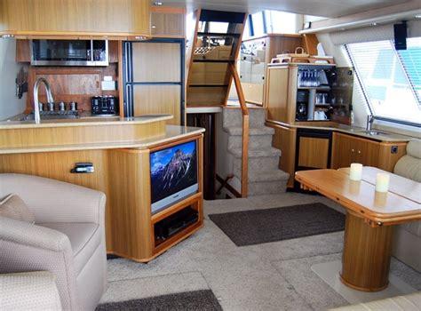 Bayliner Boat With Bathroom by Bayliner 4788 Storage At Bar Cabinet