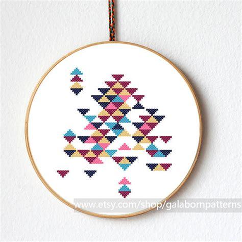 point de croix moderne triangles abstraits point de croix moderne par galabornpatterns