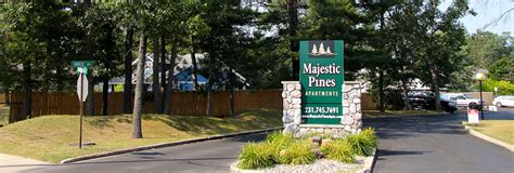 majestic pines apartments