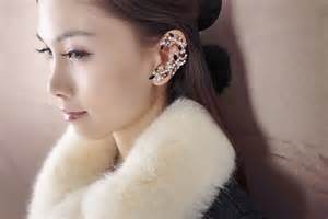 ear wraps and cuffs forget studs or chandeliers make a statement ear cuff