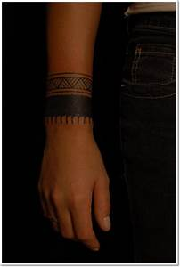 Tattoo Armband Handgelenk : 35 most popular armband tattoo designs ~ Frokenaadalensverden.com Haus und Dekorationen
