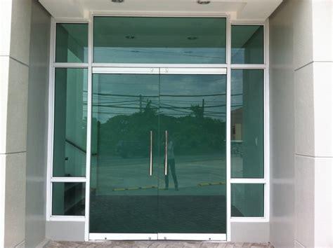 Frameless Door w/ Fixed Glass   Society Glass & Gabriel