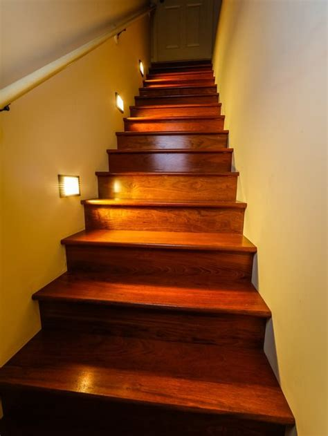 led staircase lighting