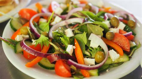 Trīs gardas salātu receptes vasaras diētas laikam