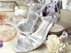 Schuhe Für Hochzeit : hochzeitsschuhe und brautschuhe schuhe f r braut und br utigam zur hochzeit farben formen ~ Buech-reservation.com Haus und Dekorationen