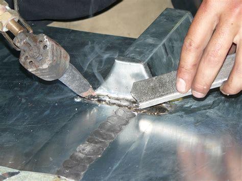 fenetre bandeau cuisine habillage protection bandeau bois et planche de rives en