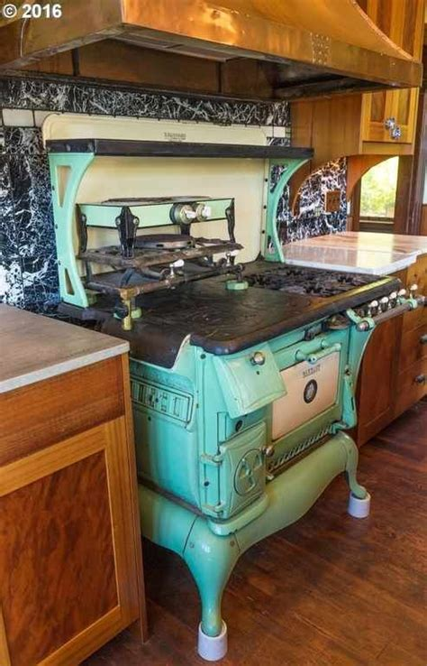pictures of antiqued kitchen cabinets 227 best images about welcome home on stove 7438