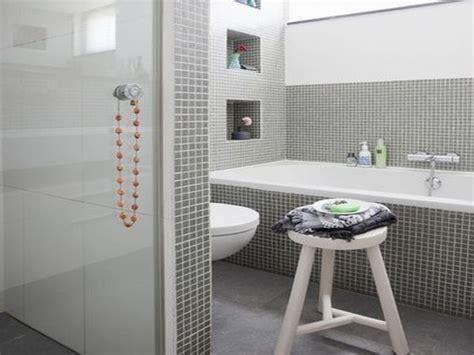 niche  bathtub tile surrounding tub   wall