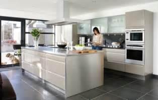 idee de cuisine moderne les cuisines contemporaines fonctionnelles et styl 233 es archzine fr