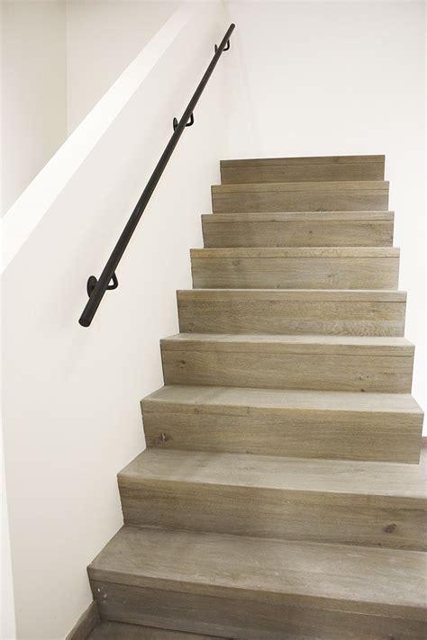 handgreep trap houten rechte trap met z treden in landelijke of moderne