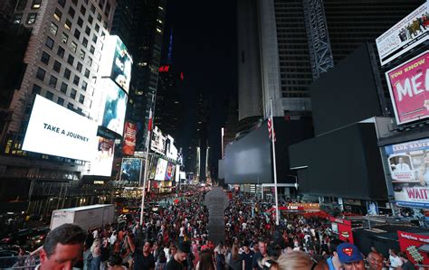 manhattan power outage darkens times square honolulu