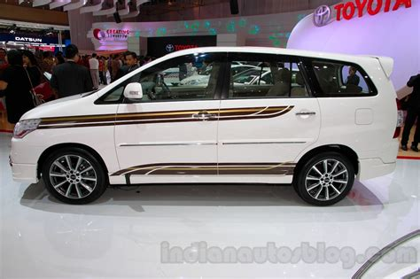toyota innova special edition side view at the 2014