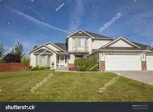 Luxury American Family House Stock Photo 205368013 ...