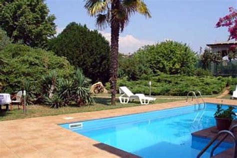 Swimming Pool Kaufen Fuer Den Badeurlaub Im Eigenen Garten by Haus Mit Garten Und Pool Kaufen