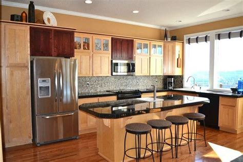 colors for a kitchen best 25 maple cabinets ideas on maple kitchen 5576