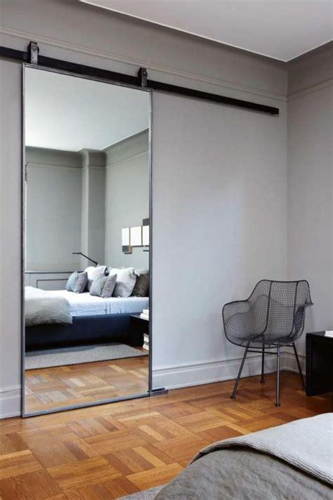 miroir plafond chambre comment réaliser une déco avec un miroir design