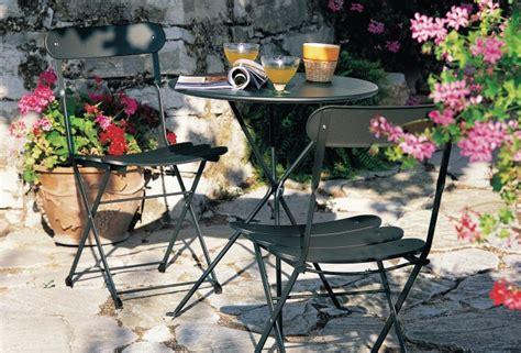 table et chaise balcon pas cher un coin repas pour une terrasse joli place