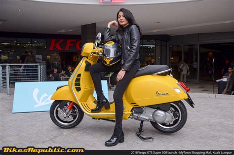 Vespa Gts 2019 by 2018 Vespa Gts 300 Launched 20 Bikesrepublic