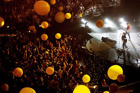 Coldplay Tocando 'charlie Brown' En El Show De Jimmy